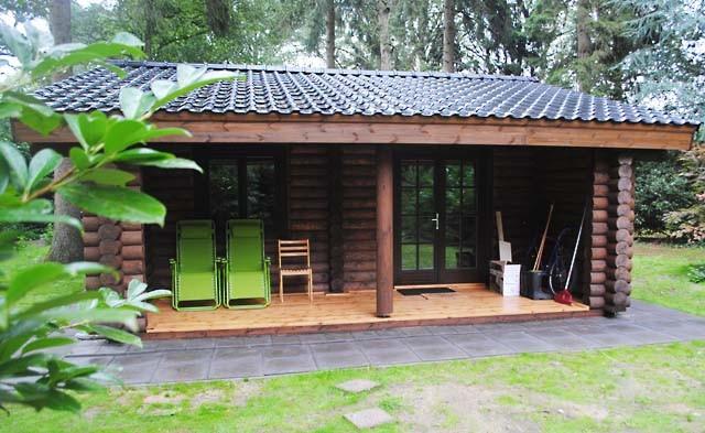 casa olandese in legno fatta di tronchi secchi 52 m2