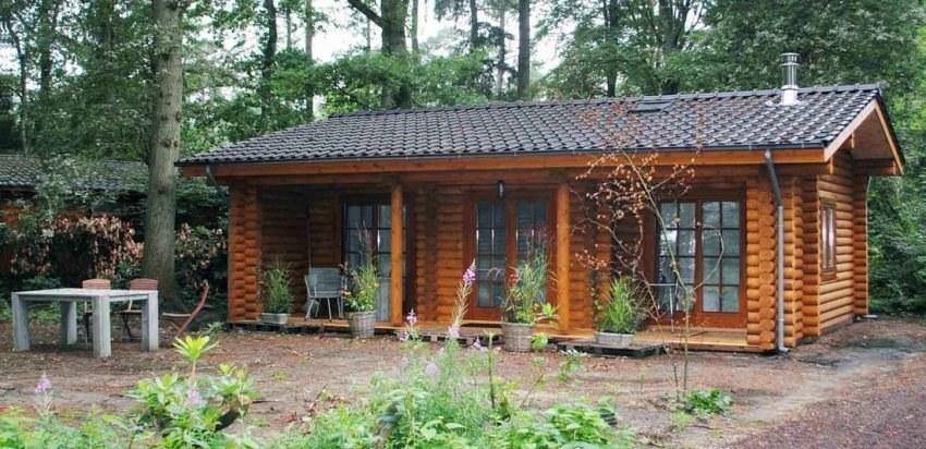 Una piccola casa di campagna di tronchi secchi 61m2 for Case di campagna moderne