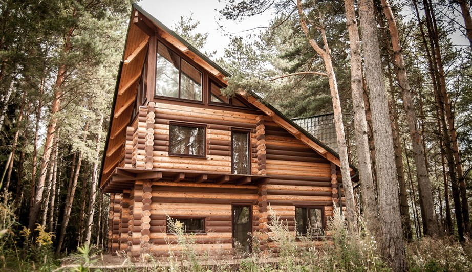 Una casa a tre piani in tronchi 214 m2 for Piani di una casa bungalow storia